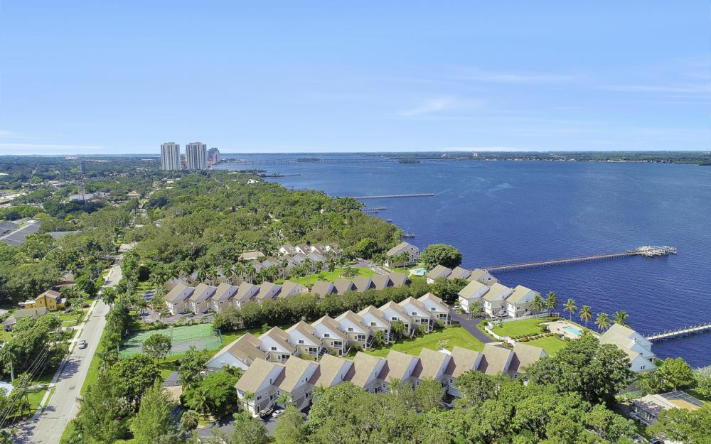 3671 Edgewood Ave, Fort Myers - Condo For Sale 1973712792