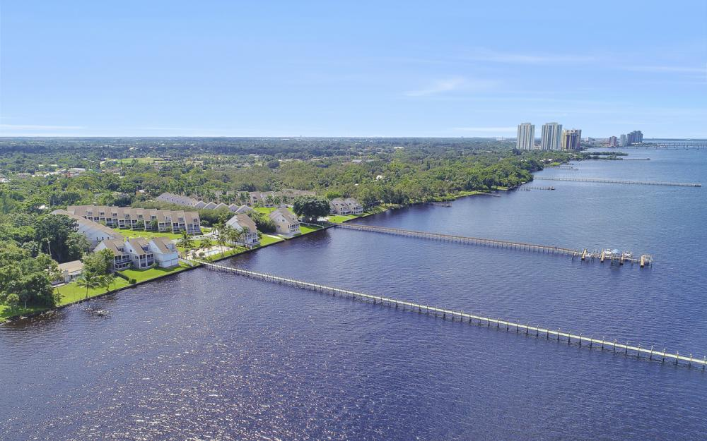 3671 Edgewood Ave, Fort Myers  - Condo For Sale 119329453