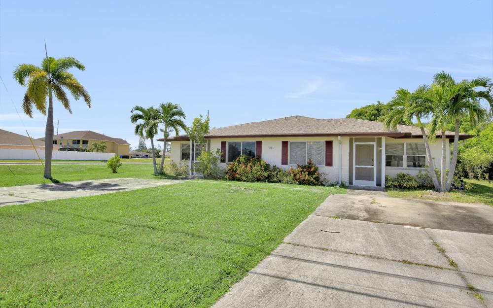 2916 SE Santa Barbara Pl, Cape Coral - Home For Sale 926323924