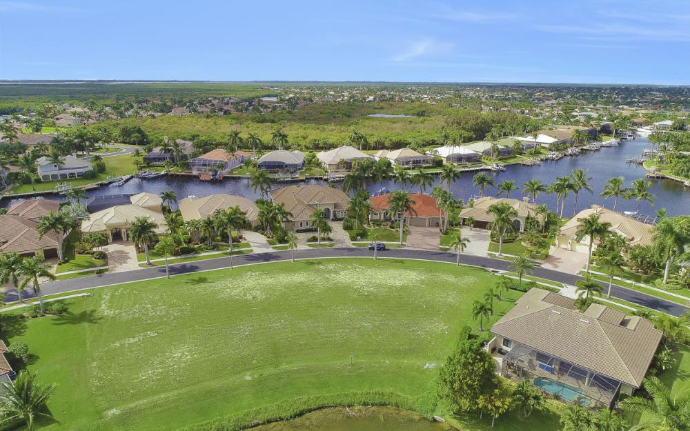 1922 Harbour Cir, Cape Coral - Lot For Sale 522554761