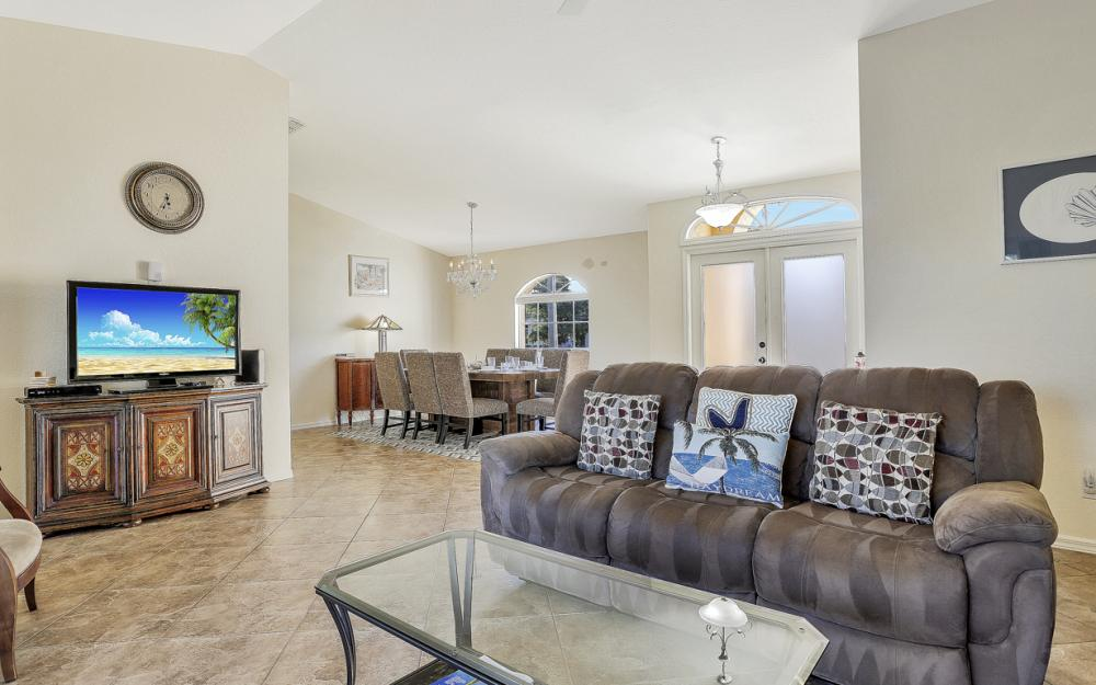 670 Hernando Dr, Marco Island - Vacation Rental 160014543