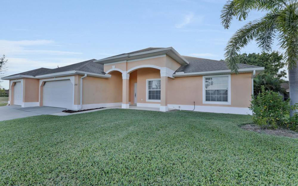 2722 SW 9th Ave, Cape Coral - Home For Sale 582700250
