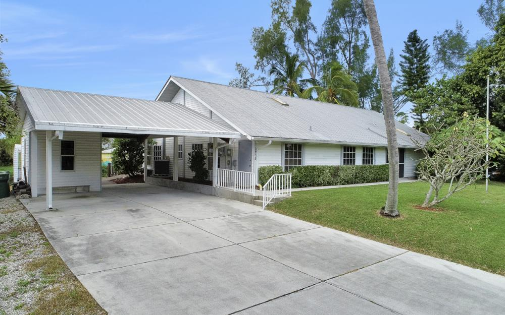 2958 Cypress St, Naples - Home For Sale 638315793