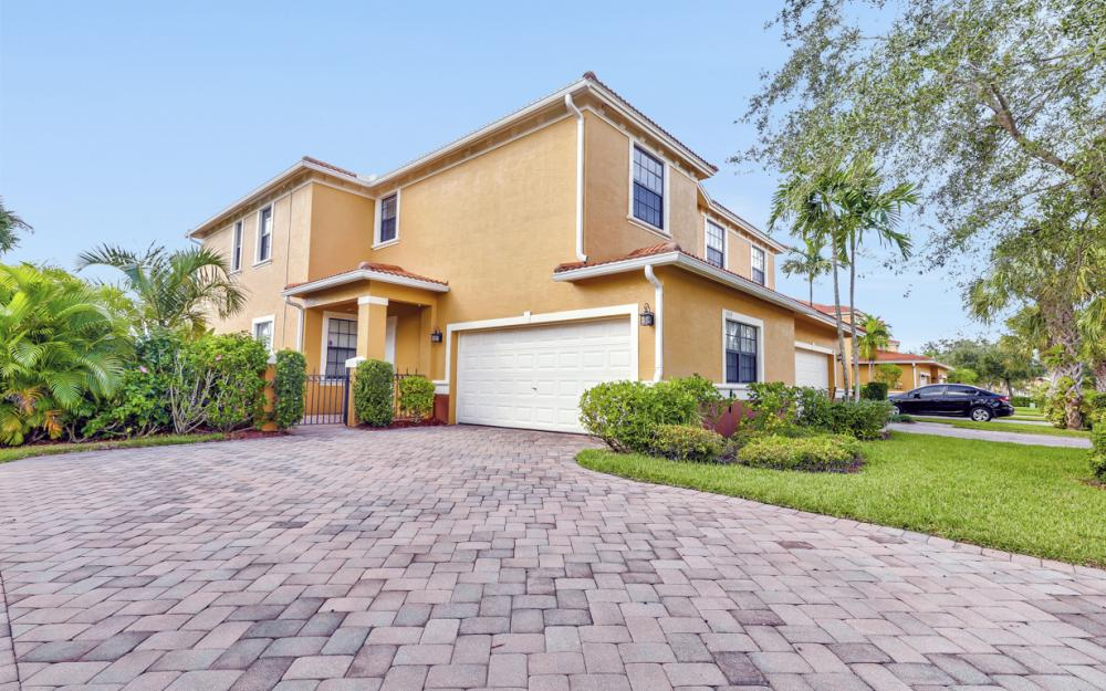 15613 Summit Place Cir, Naples - Home For Sale 385248027