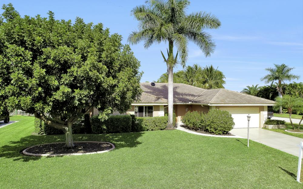 1027 S Town and River Dr, Fort Myers - Home For Sale 915840822