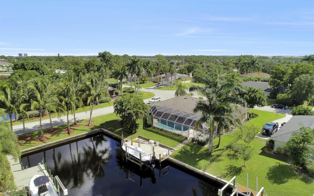 1027 S Town and River Dr, Fort Myers - Home For Sale 42003673