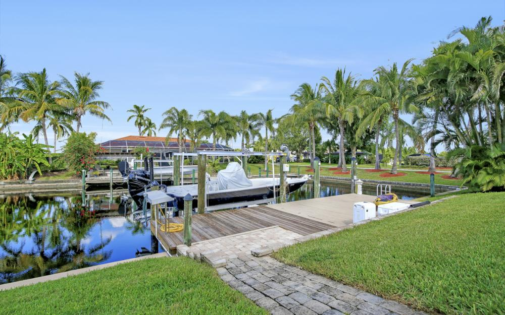 1027 S Town and River Dr, Fort Myers - Home For Sale 309630476