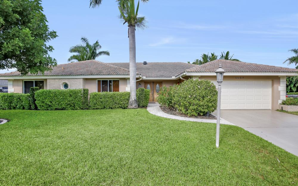 1027 S Town and River Dr, Fort Myers - Home For Sale 1183930046