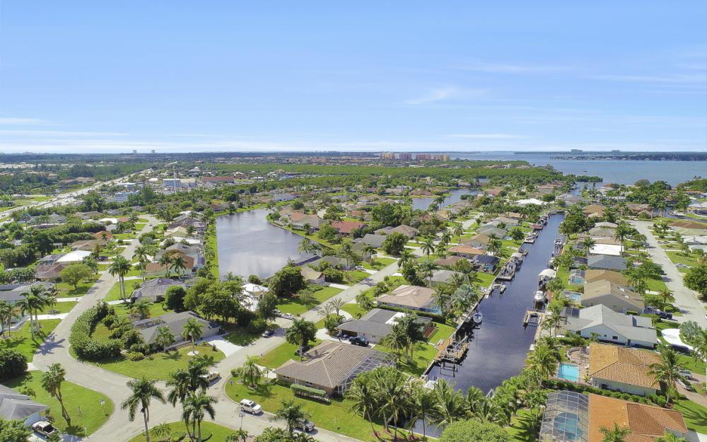 1027 S Town and River Dr, Fort Myers - Home For Sale 1109198802