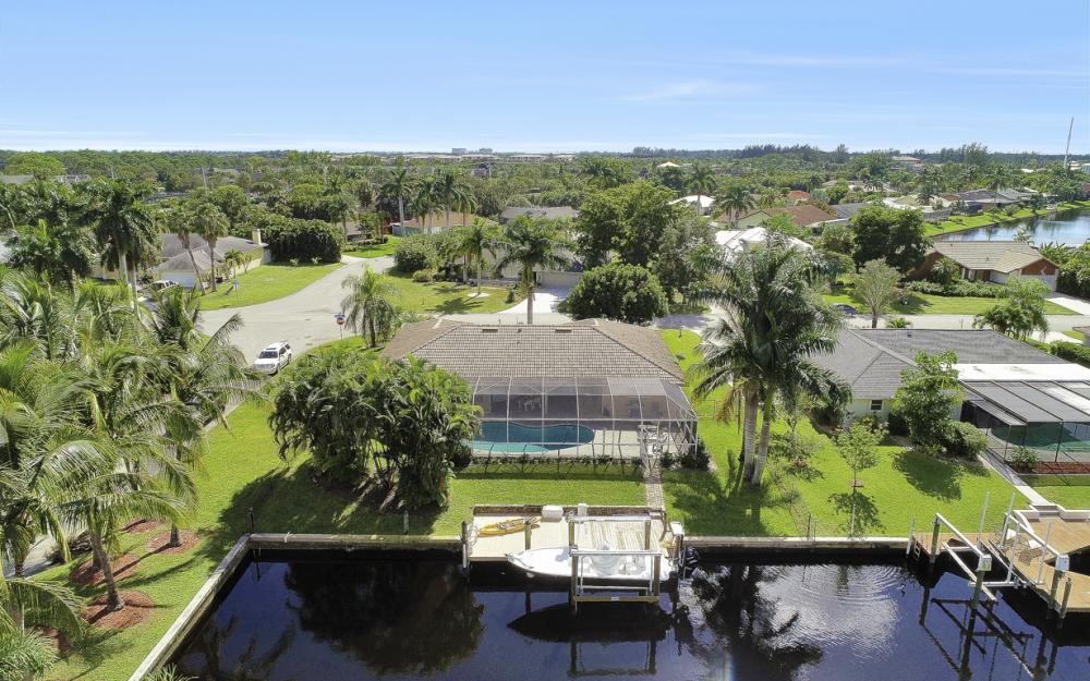 1027 S Town and River Dr, Fort Myers - Home For Sale 939420043