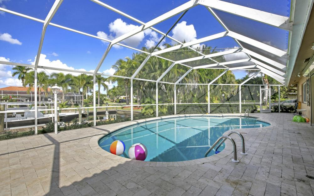 1027 S Town and River Dr, Fort Myers - Home For Sale 332415058