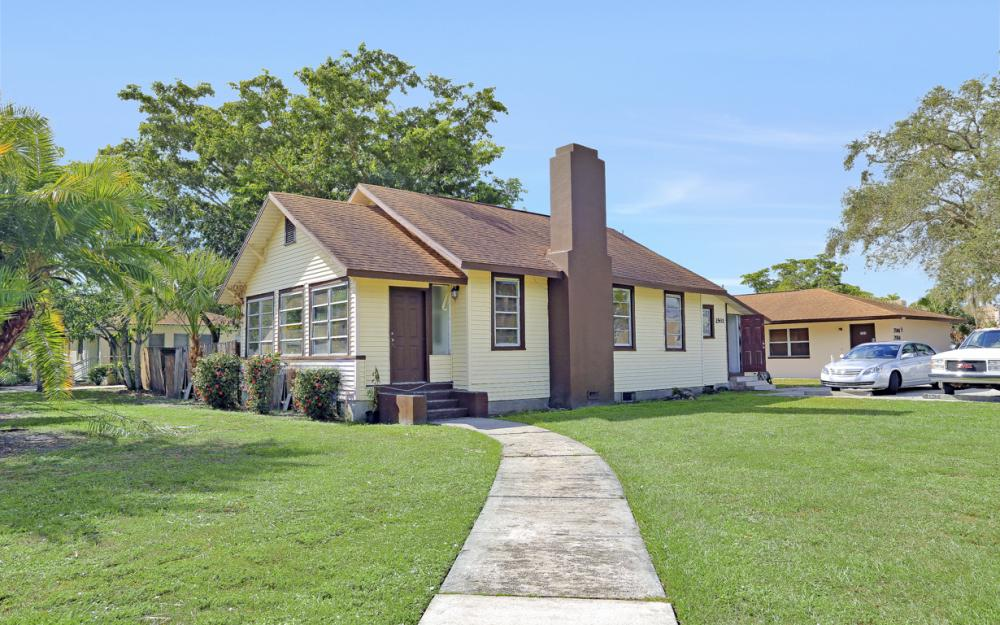 2066 Franklin St, Fort Myers - Home For Sale 2027508850