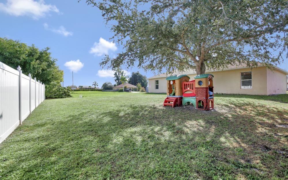 1621 SW 3rd Ter Cape Coral - Home For Sale 1928874553