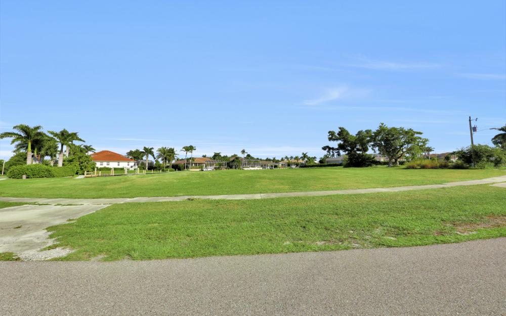 931 E Inlet Dr, Marco Island - Lot For Sale 2027614543