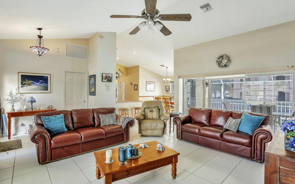 216 Castaways St, Marco Island - Home For Sale 1725275032