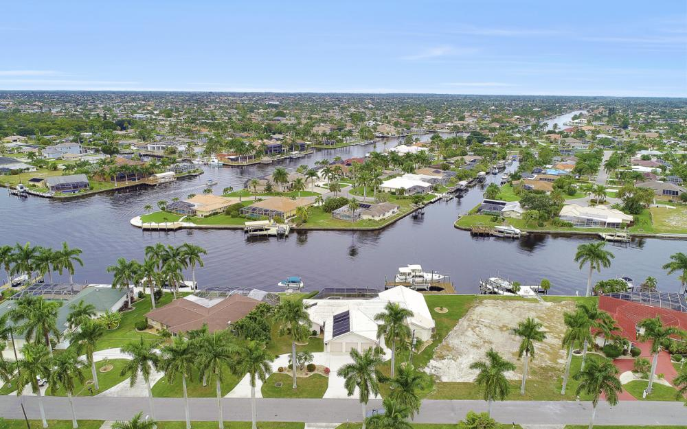 115 Bayshore Dr, Cape Coral - Home For Sale 318833040