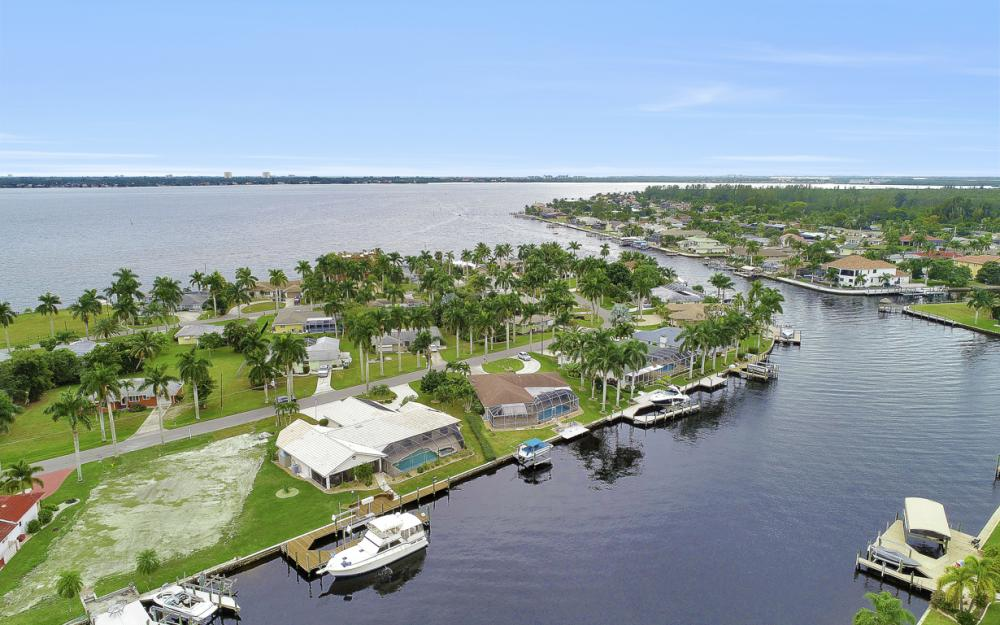 115 Bayshore Dr, Cape Coral - Home For Sale 1358330538