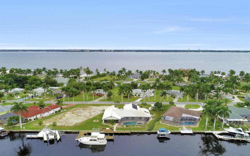 115 Bayshore Dr, Cape Coral - Home For Sale 1369291233