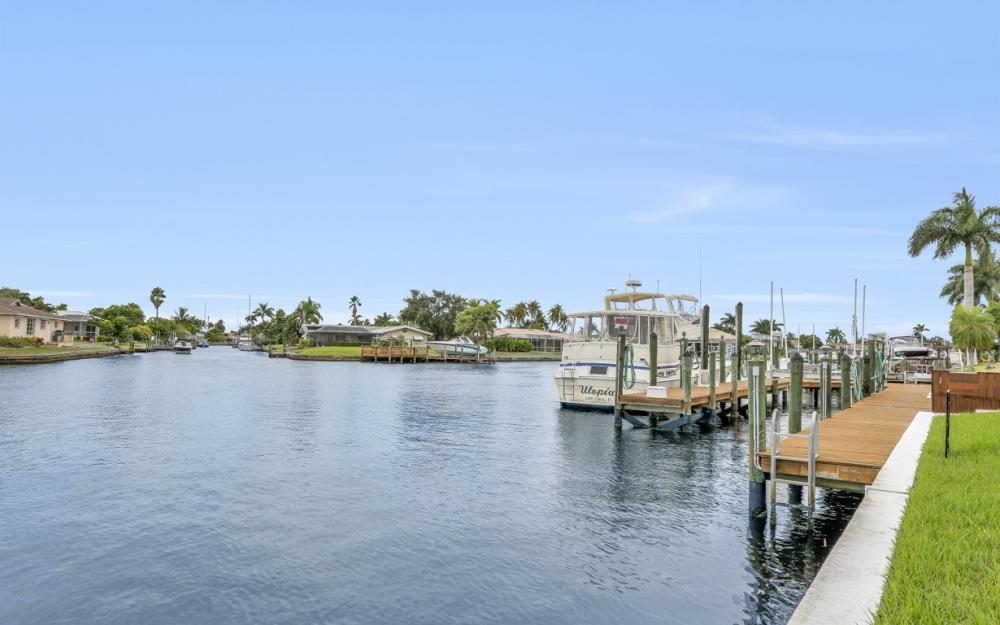 115 Bayshore Dr, Cape Coral - Home For Sale 592296294