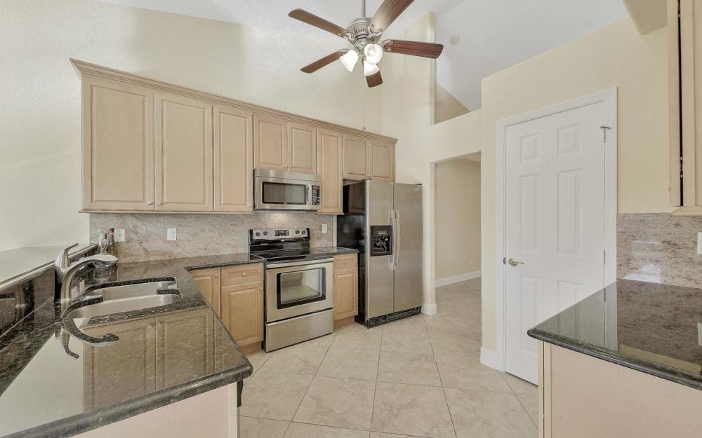 702 NW 38th Pl, Cape Coral - Home For Sale 253152285