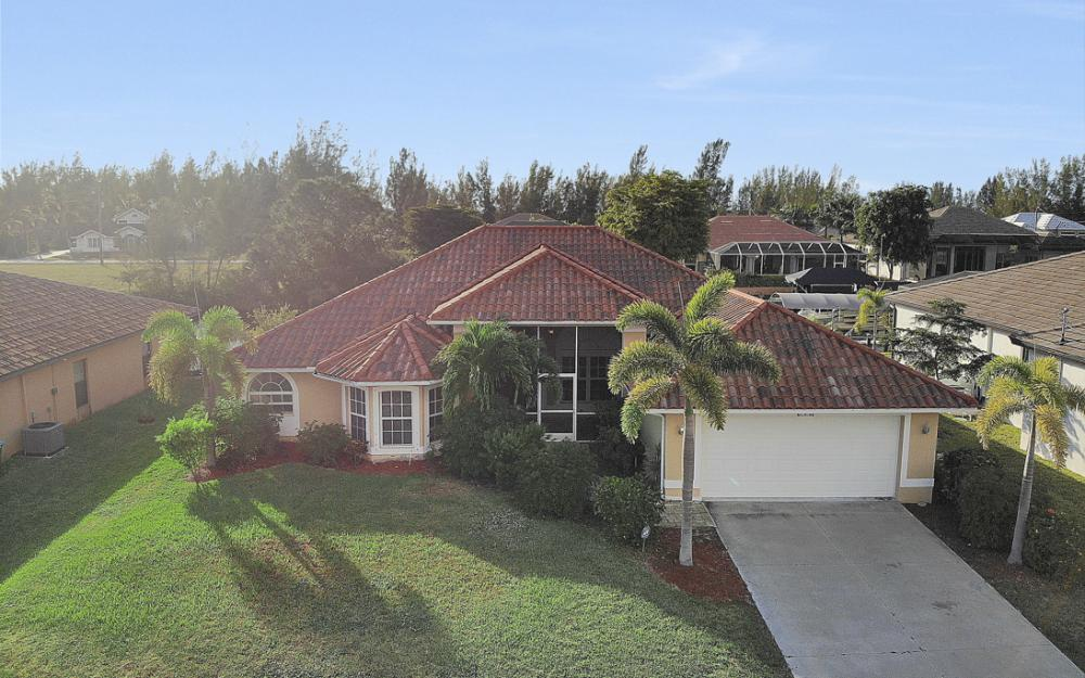 702 NW 38th Pl, Cape Coral - Home For Sale 592627636