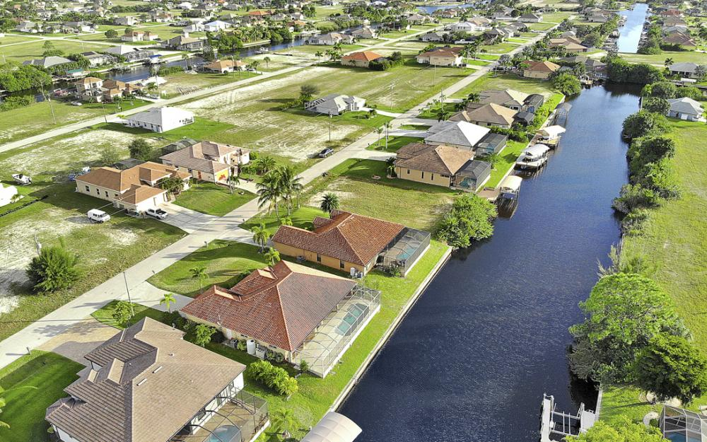 702 NW 38th Pl, Cape Coral - Home For Sale 228066392