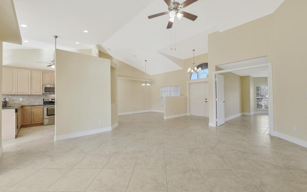 702 NW 38th Pl, Cape Coral - Home For Sale 282811253
