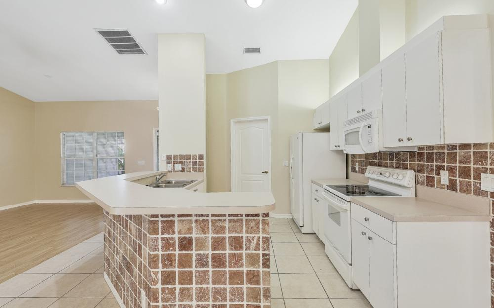5786 Elizabeth Ann Way, Fort Myers - Home For Sale 2100548395