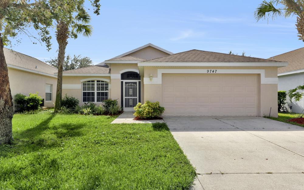 9747 Gladiolus Bulb Loop, Fort Myers - Home For Sale 967671448