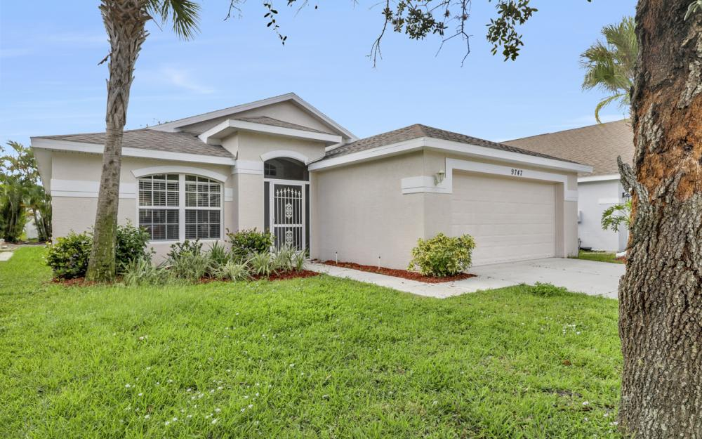 9747 Gladiolus Bulb Loop, Fort Myers - Home For Sale 757913560