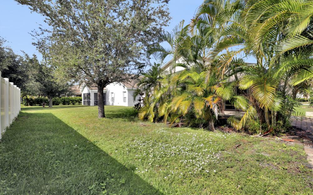 9747 Gladiolus Bulb Loop, Fort Myers - Home For Sale 589803388