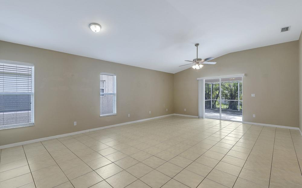 9747 Gladiolus Bulb Loop, Fort Myers - Home For Sale 475451085