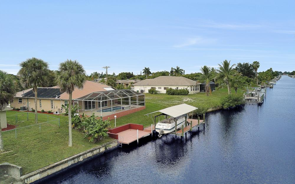 1515 SE 21st St, Cape Coral - Home For Sale 170727339