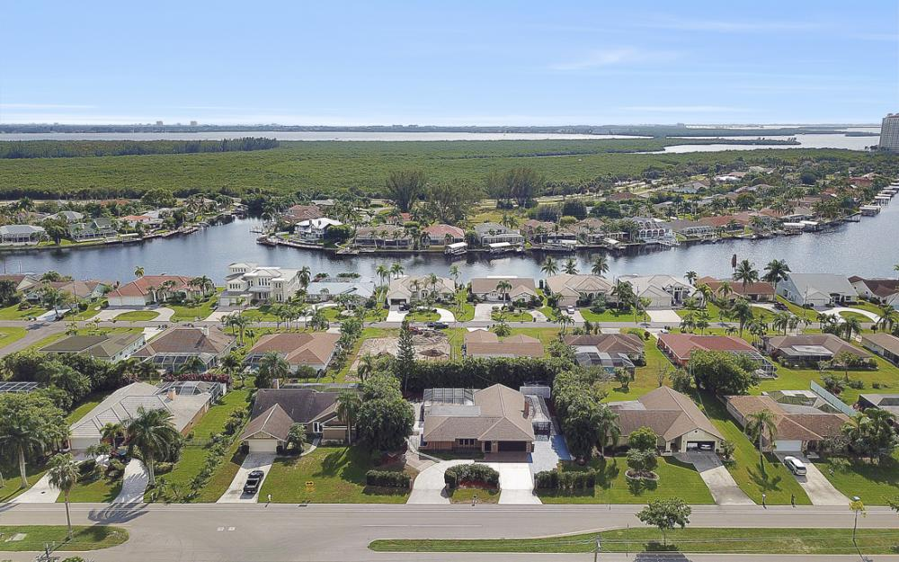 806 El Dorado Pkwy W, Cape Coral - Home For Sale 1832310877