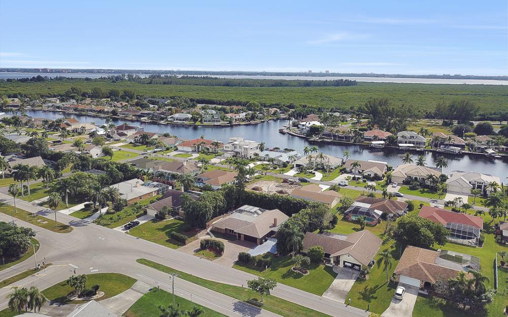 806 El Dorado Pkwy W, Cape Coral - Home For Sale 139812702