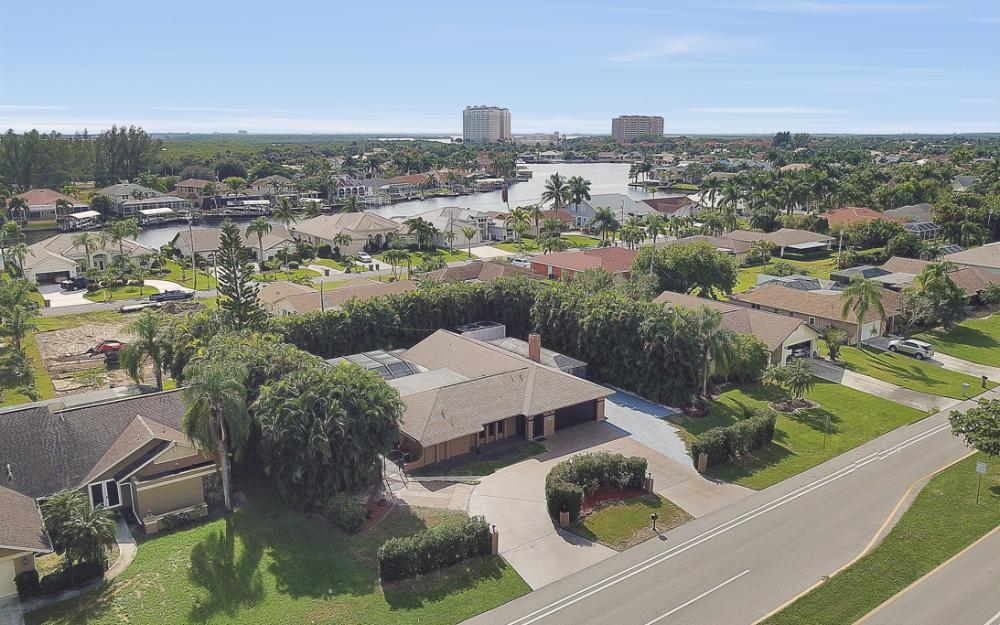 806 El Dorado Pkwy W, Cape Coral - Home For Sale 98895864