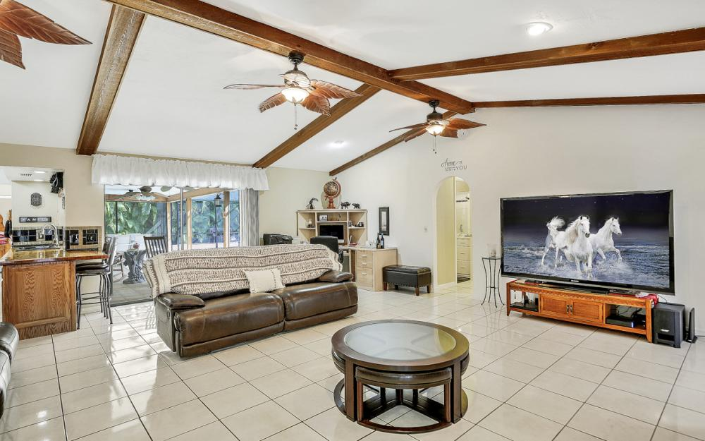 806 El Dorado Pkwy W, Cape Coral - Home For Sale 324116552
