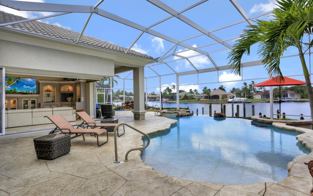 1815 Harbour Cir, Cape Coral - Home For Sale 177392459