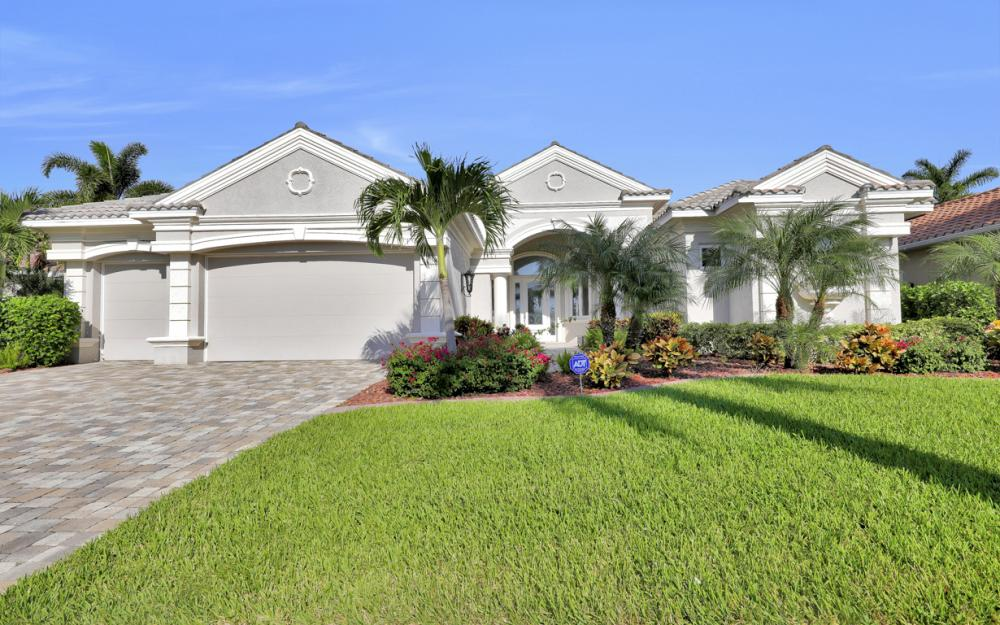 1815 Harbour Cir, Cape Coral - Home For Sale 520659514
