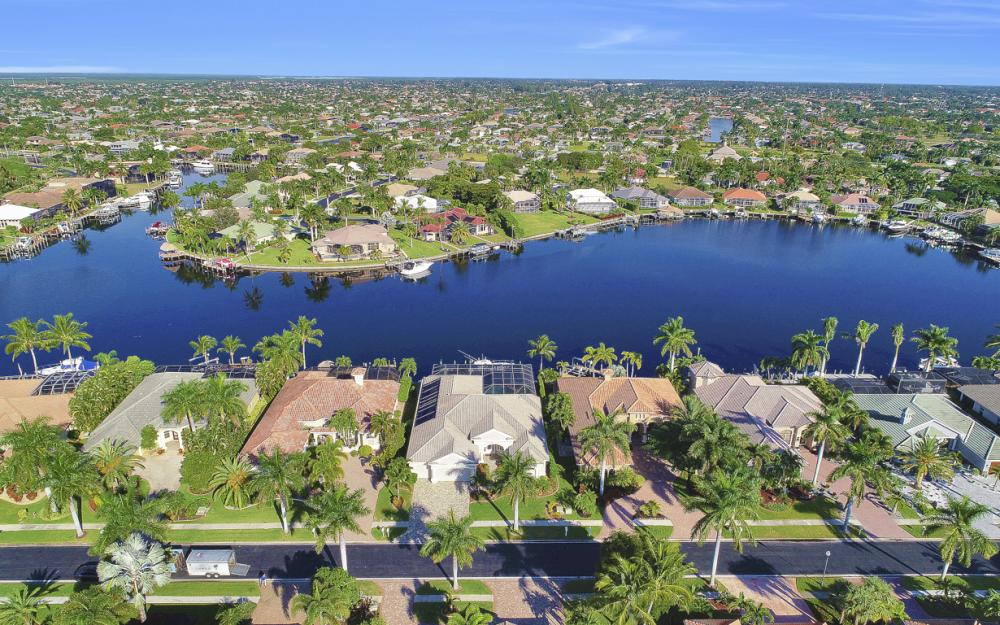 1815 Harbour Cir, Cape Coral - Home For Sale 1319178541