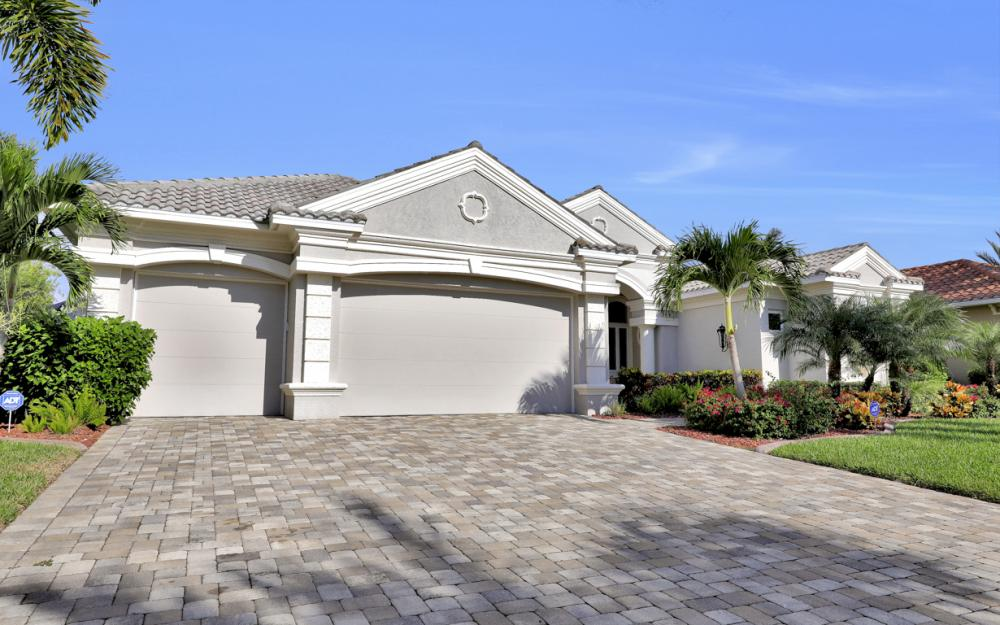 1815 Harbour Cir, Cape Coral - Home For Sale 1712285470