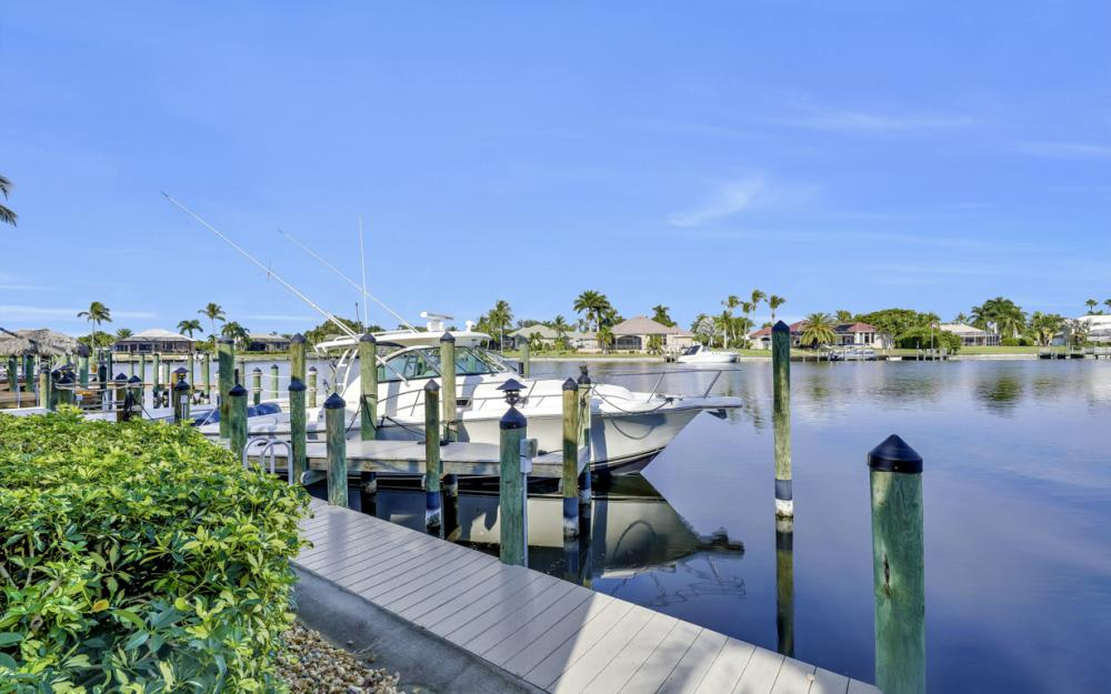1815 Harbour Cir, Cape Coral - Home For Sale 972309297