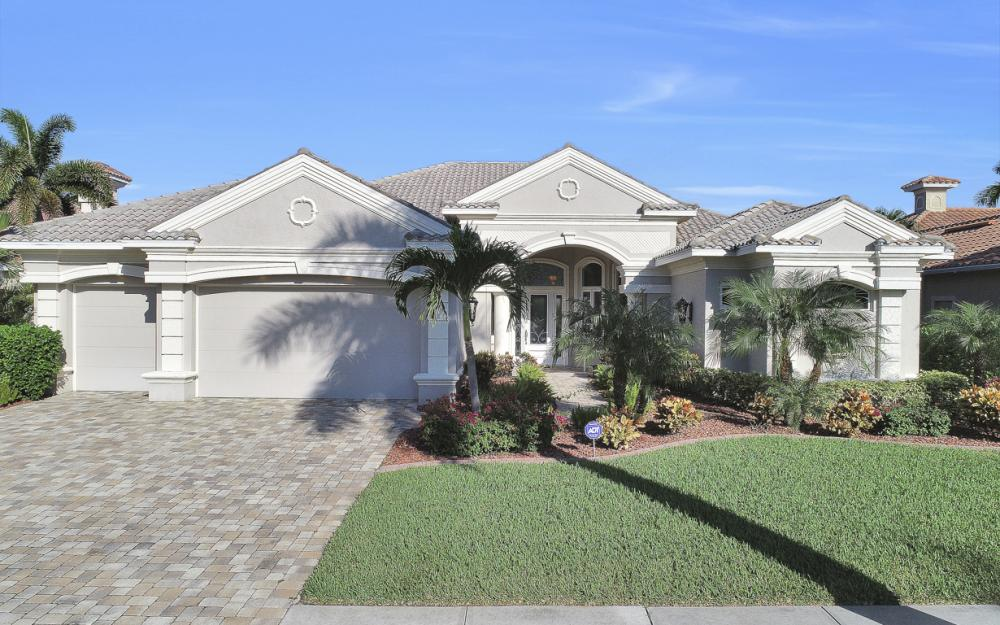 1815 Harbour Cir, Cape Coral - Home For Sale 537428349