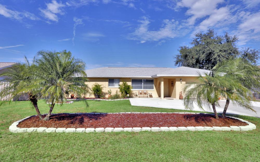 1735 Coral Point Dr Cape Coral - Home For Sale 740036131