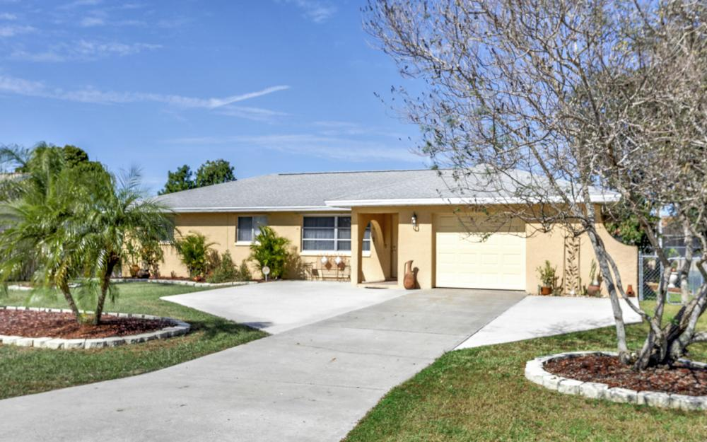 1735 Coral Point Dr Cape Coral - Home For Sale 1589478170