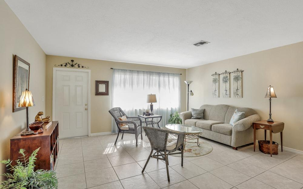 1735 Coral Point Dr Cape Coral - Home For Sale 703853934