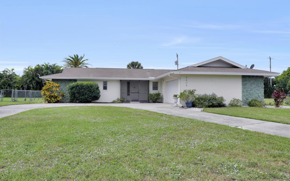 4424 SE 11th Pl Cape Coral - Home For Sale 988865593