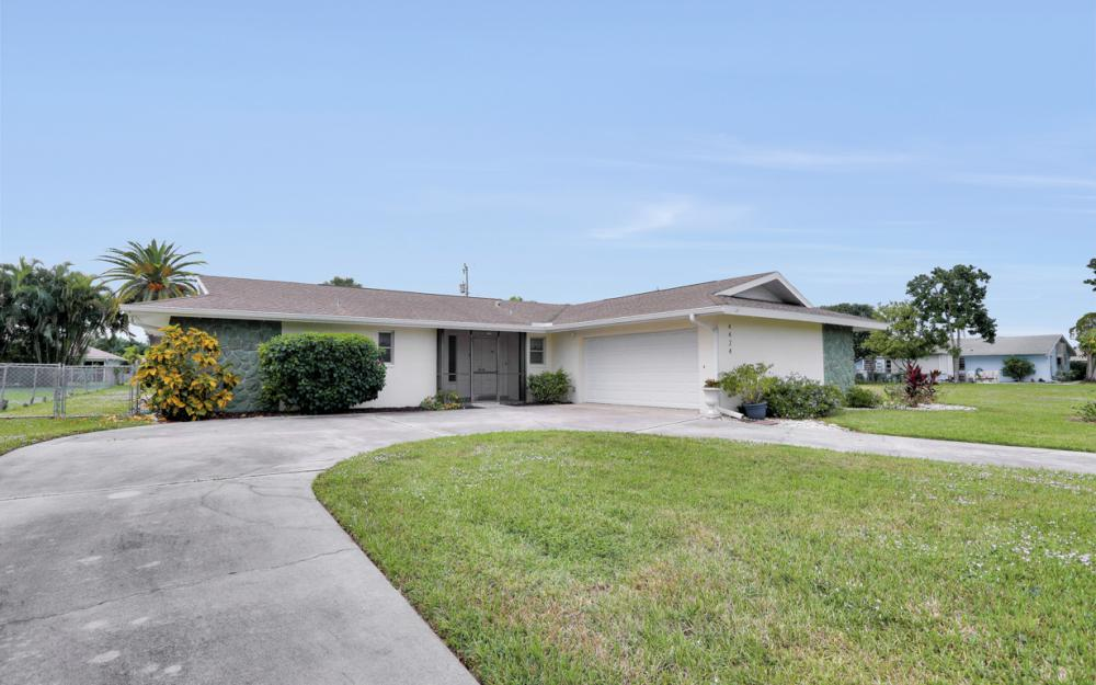 4424 SE 11th Pl Cape Coral - Home For Sale 1682079512