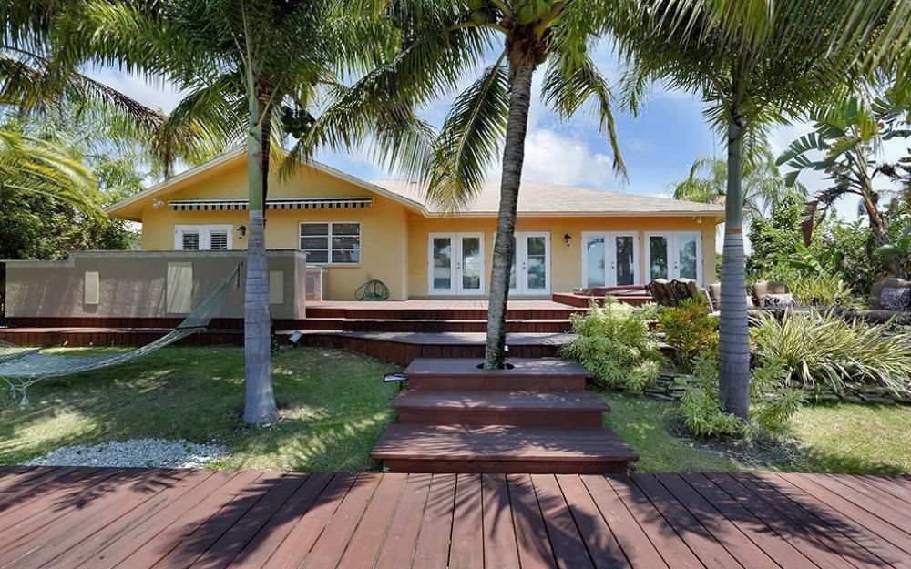 300 Capistrano Ct, Marco Island - House For Sale 1051617858