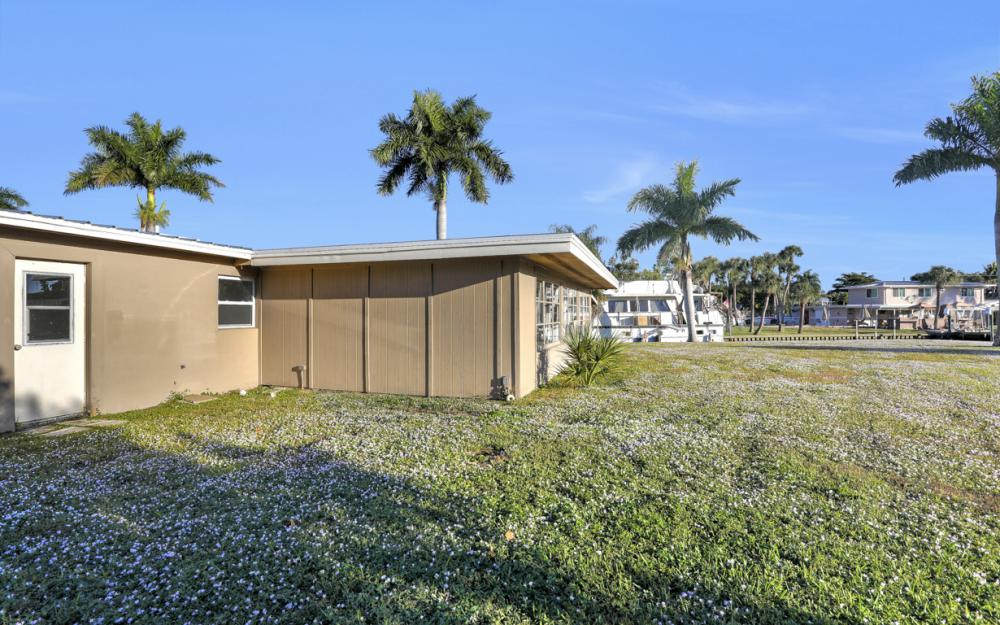 1156 Harbor Dr N. Fort Myers - Home For Sale 101037004